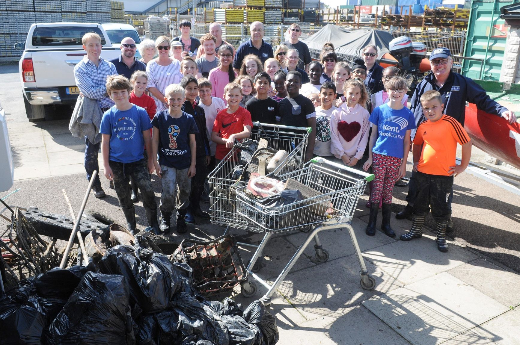 Gravesend pupils get to grips with plastic pollution in the Thames
