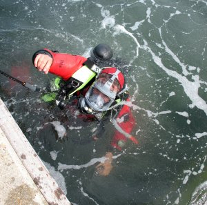 Archaeologists dive on the wreck in Hosea Lake (click on image to enlarge)